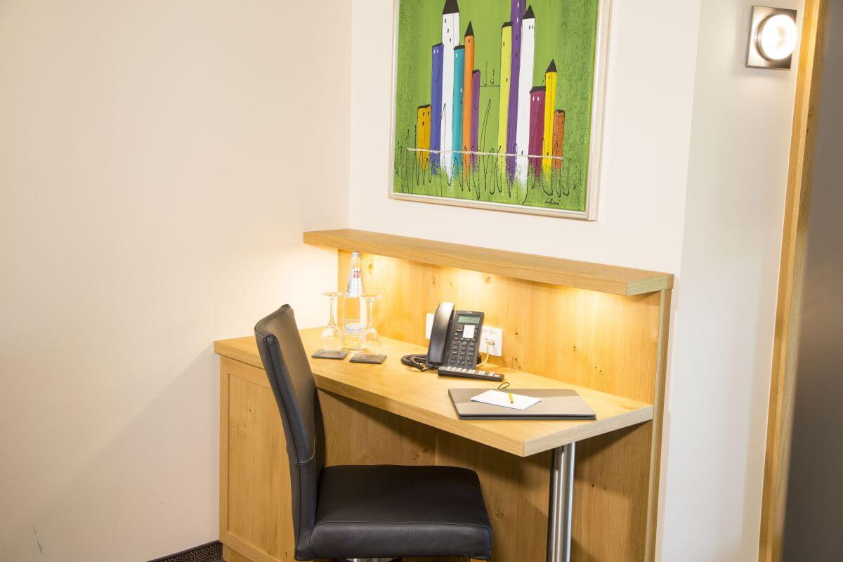 Zimmer Schreibtisch